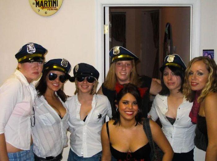 Откровенные костюмы для студенческих вечеринок (47 фото)