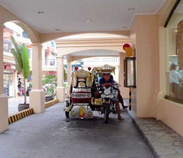 ТОП-33 нелепых и странных покупателей на МакДрайве (33 фото)