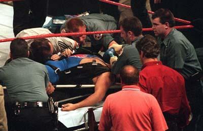 Харт погиб 23 мая 1999 года во время PPV шоу «Over the Edge». Оуэн должен был спустится на ринг в образе Blue Blazerа на тросе. Но что-то пошло не так, и трос оборвался.
