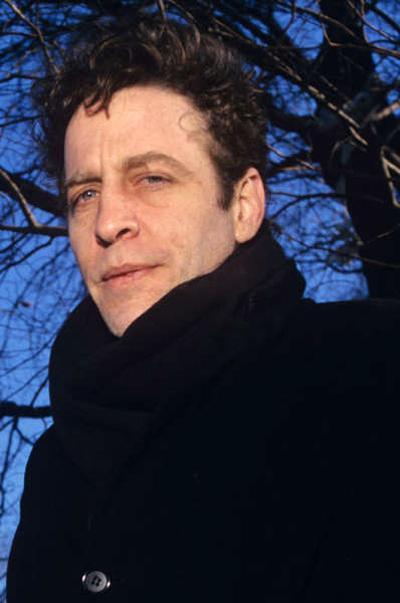 Марк Сэндмэн (Mark Sandman) - американский певец, автор песен, музыкант и мультиинструменталист. Широкой публике известен, как басист группы Morphine, участник бэнда Treat Her Right и основатель коллектива Hi-n-Dry.