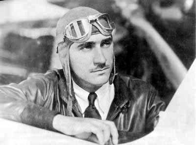 Пол Мантц (Paul Mantz) - пилот-гонщик и каскадер, покоривший не только воздух, но и Голливуд. Получил известность в конце 30-х годов, служил в ВВС США, во время Второй мировой войны произведен в полковники.
