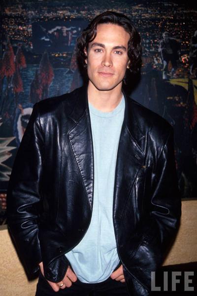 Ближе к концу съемок фильма, 31 марта 1993 года, в одной из сцен, где в главного героя стреляют из пистолета, в 00:30 Брэндон Ли был ранен из револьвера 44 калибра.