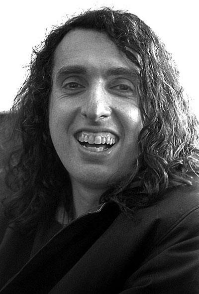 Тини Тим (Tiny Tim) - американский певец, гитарист и мультиинструменталист. Был широко известен благодаря своему фантастическому фальцету. Дискография музыканта насчитывает более 20 альбомов и сборников.