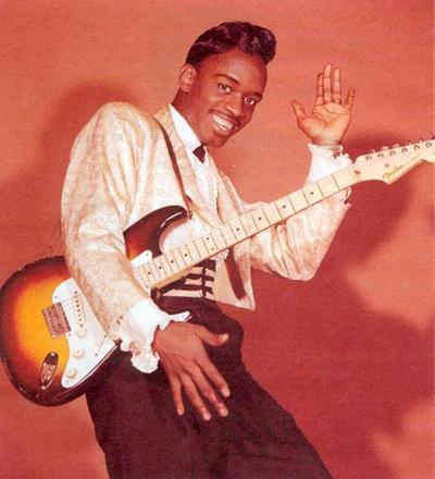 Джонни «Гитара» Уотсон (Johnny «Guitar» Watson) - американский блюз и фанк-гитарист и певец. За свою 40-летнюю карьеру в шоу-бизнесе музыкант выпустил более 20 пластинок. Его самым грандиозным хитом стал сингл «Настоящая мать для тебя» (1977).