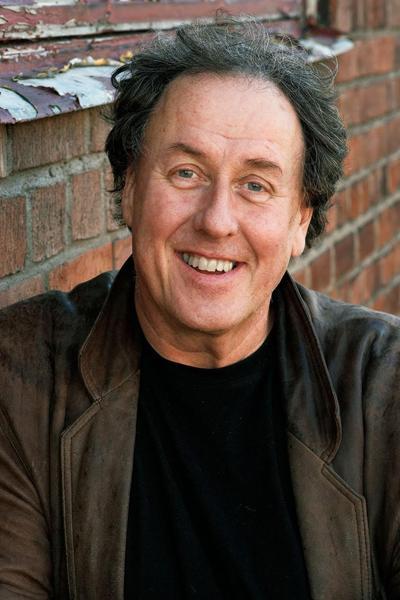 Лассе Эрикссон (Lasse Eriksson) был шведским комиком, актером, писателем и композитором. В 1970-ых начал свою театральную карьеру, в 1980-ых стал известен и для телевизионной аудитории. Долгое время работал в качестве радиоведущего.