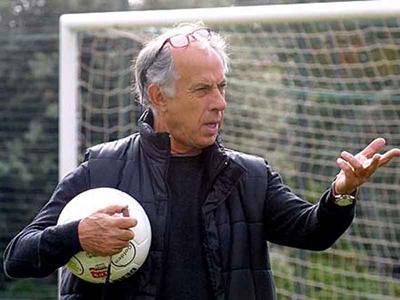 Франко Скольо (Franco Scoglio) - итальянский футбольный менеджер и тренер. Также работал в качестве телеведущего и спортивного комментатора - причем не только на родине, но и за рубежом. Последние годы жизни преподавал в Мессинском университете.