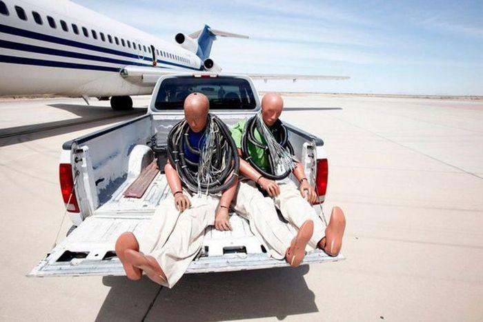 Первая в мире система аварийной посадки самолета без пилота (10 фото)