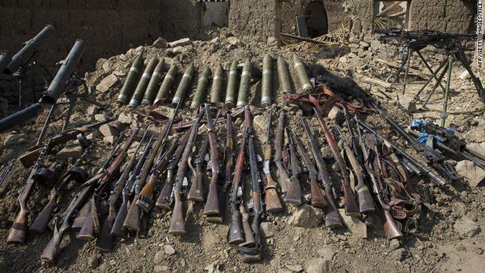 Конфискованное оружие у талибских повстанцев (28 фото)