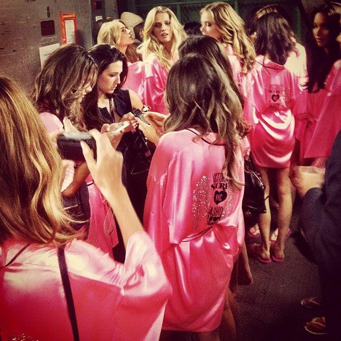 Девушки Victoria's Secret за кулисами (42 фото)