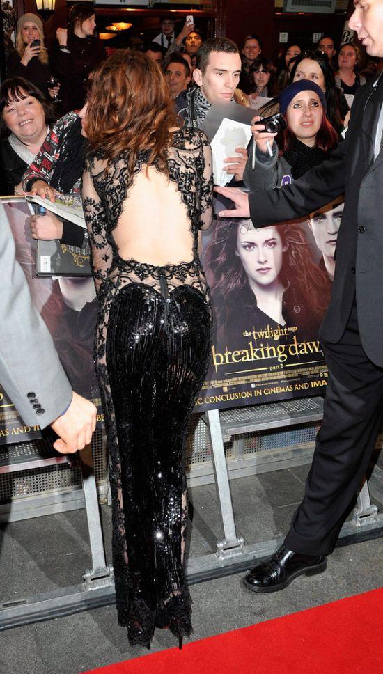 """Нескромный наряд Кристен Стюарт на премьере """"Сумерки Сага: Рассвет: Часть 2"""" (11 фото)"""