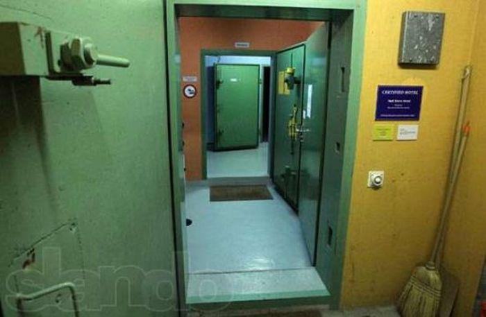 Элитные номера в подземном бункере, чтобы пережить конец света (6 фото)