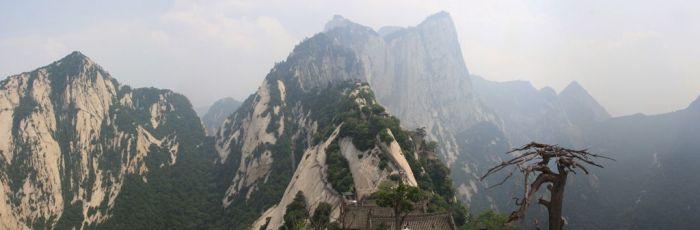 Жуткая тропа на горе Хуашань в Китае (30 фото)