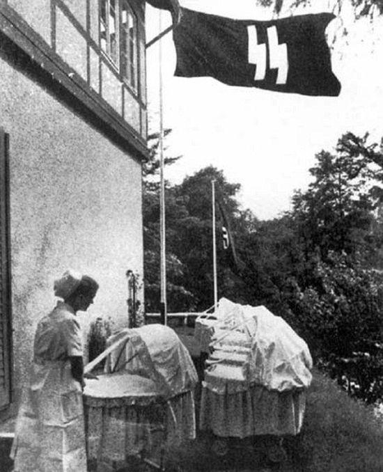 Эксперименты по созданию сверхрасы, которые нацисты ставили на детях (8 фото)