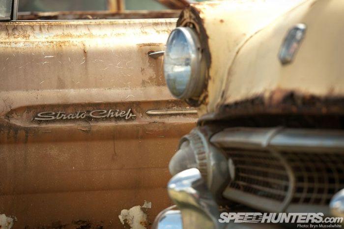 Необычный музей ретро-автомобилей под открытым небом (46 фото)