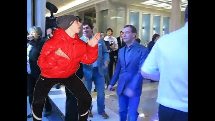 Переделайте фото, чтобы я танцевал с мужиком (27 фото)