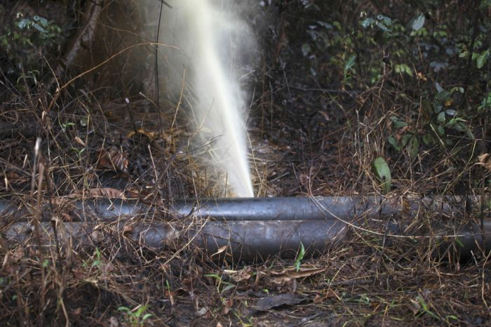 Как местные жители воруют нефть в Нигерии (23 фото)