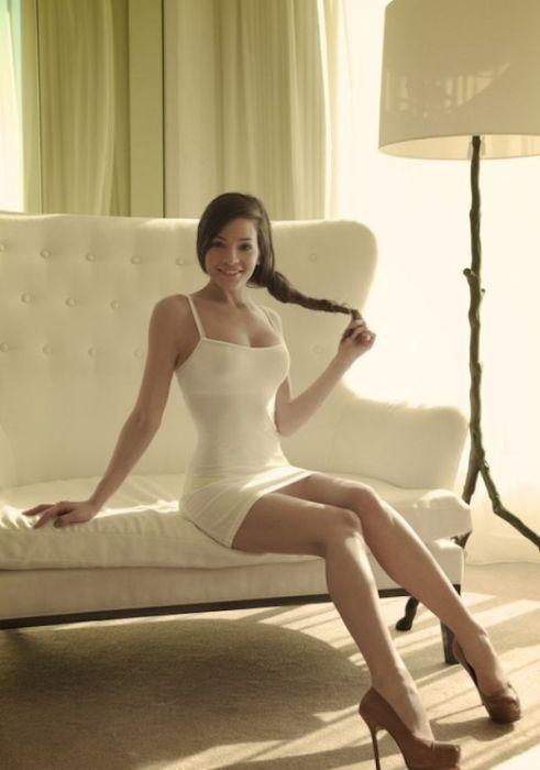 Сексуальные девушки в откровенных платьях (50 фото)