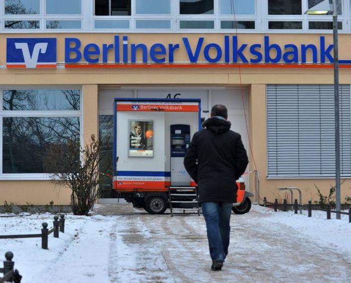 Как был ограблен банк в Берлине (6 фото)