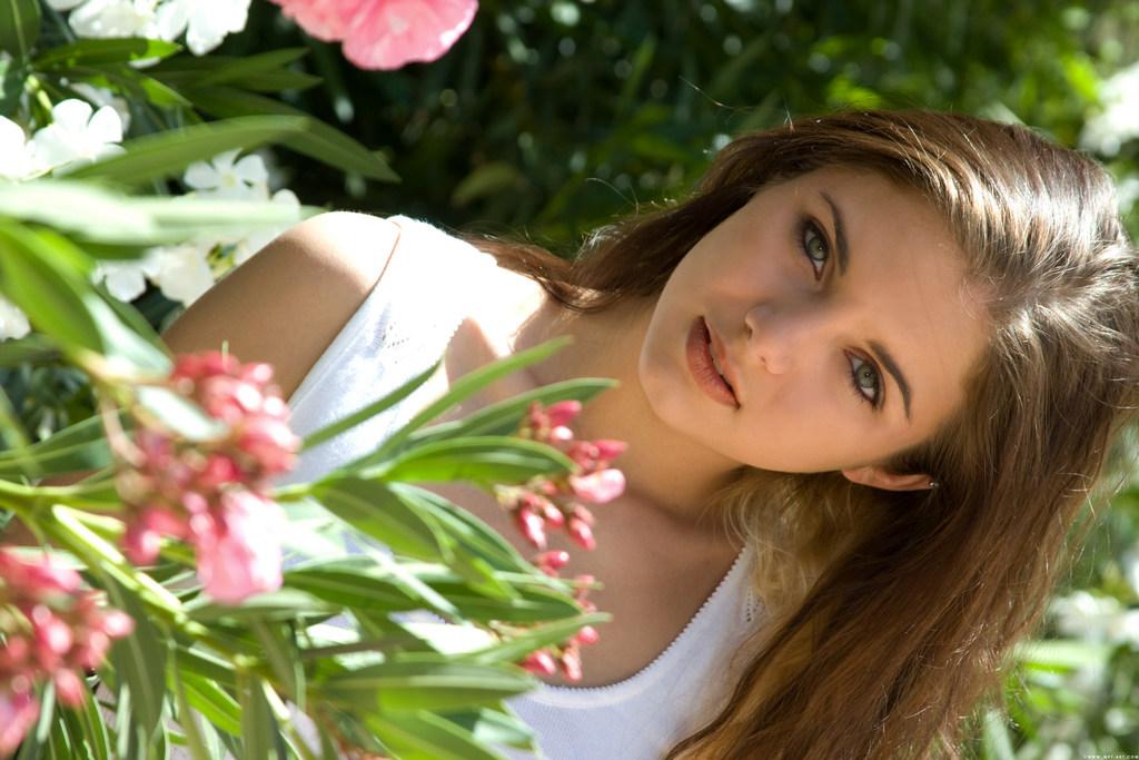 незнакомых 20 девушек красивых фото летних