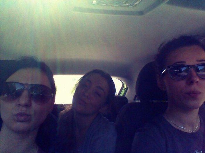 Красивые девушки фотографируются в авто (92 фото)