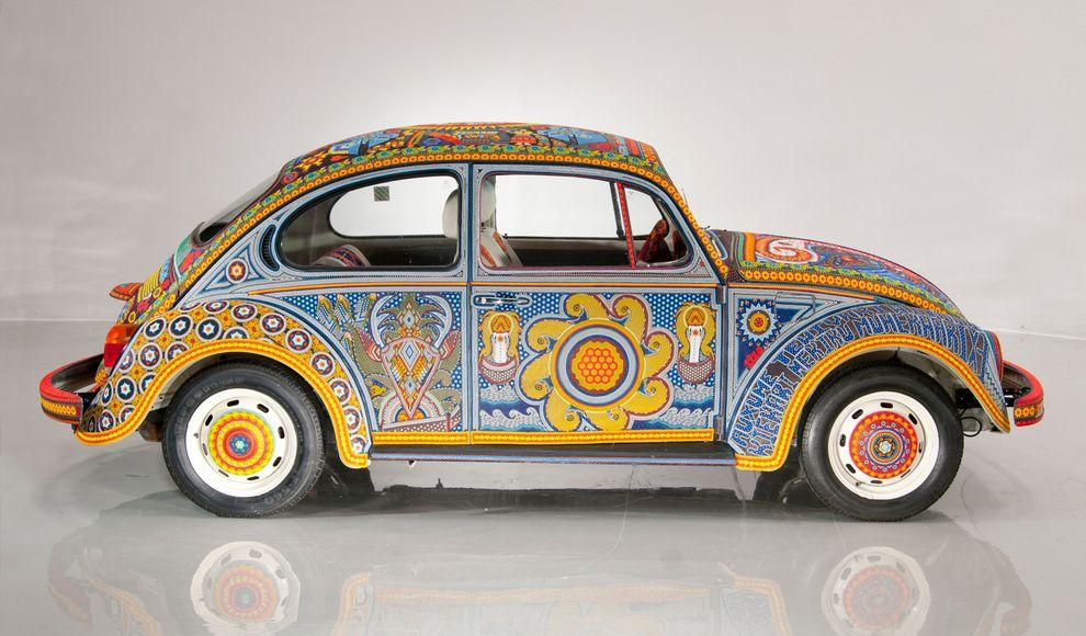 Уникальный автомобиль, покрытый бисером