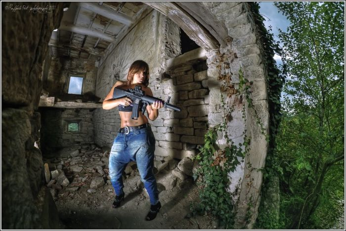Оружие ей к лицу (42 фото)