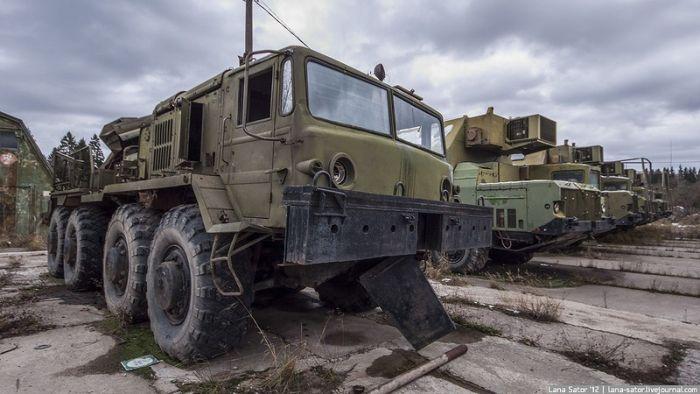 Заброшенное военное оборудование (38 фото)