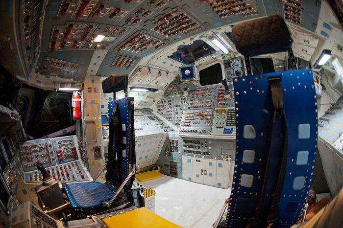 Как устроена кабина американских космических шатлов (35 фото)