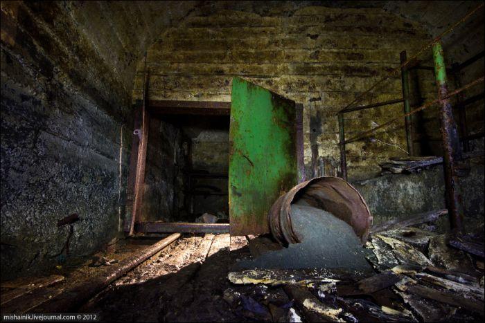 Прогулка по старой шахте советских времен (59 фото)