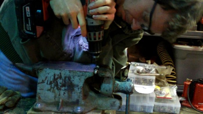 Уникальная скрипка из железа (32 фото)
