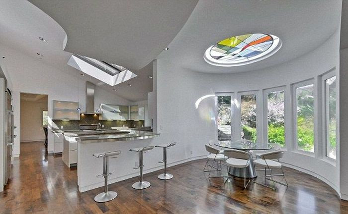 Роскошный особняк Стива Возняка в стиле Apple Store (15 фото)