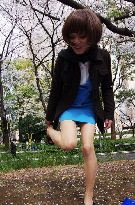 Что ощутил мужчина после ношения мини-юбки (8 фото)