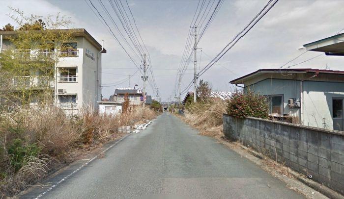 """Город-призрак Намиэ спустя 2 года после аварии на """"Фукусиме"""" (30 фото)"""