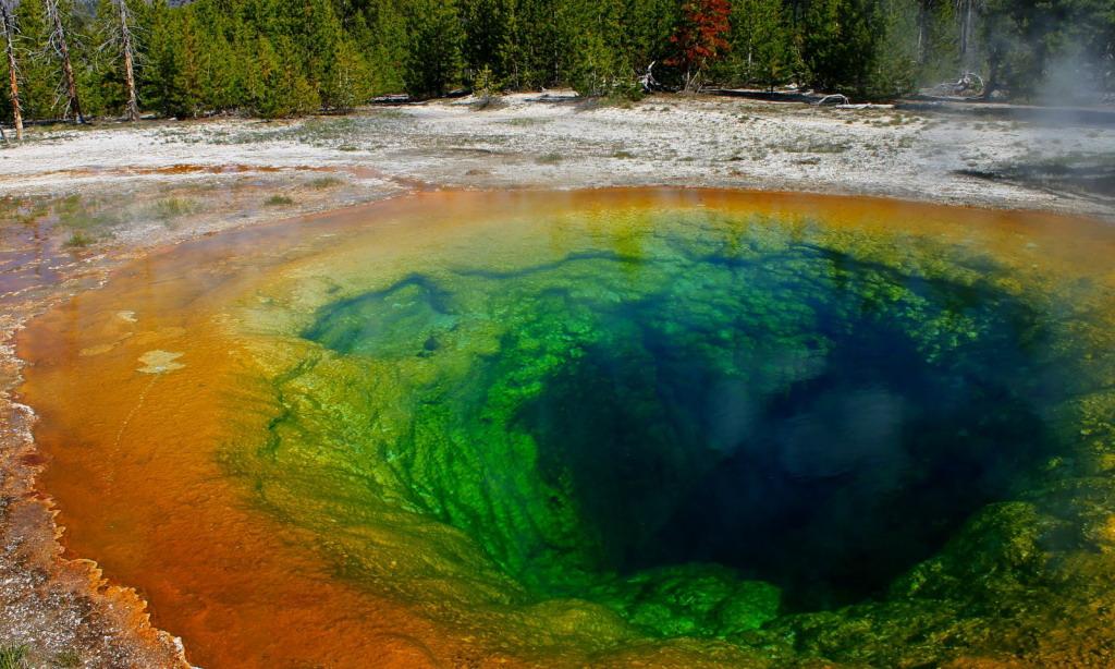 6 самых живописных природных дыр