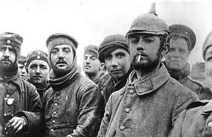 Как враждующие стороны вместе встретили Рождество 1914 года (14 фото)