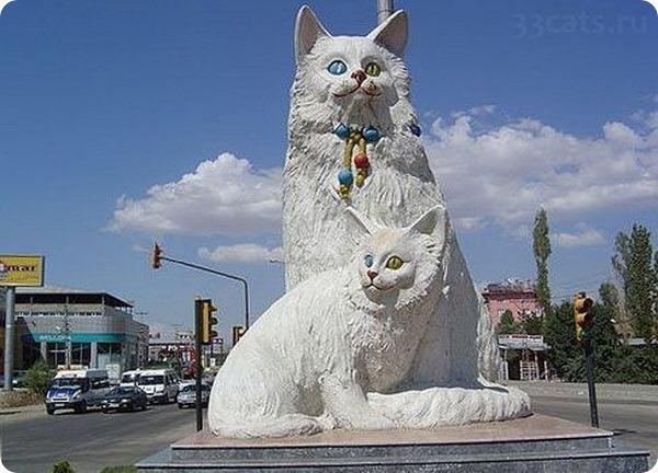 Памятник кошкам Ван, Турция