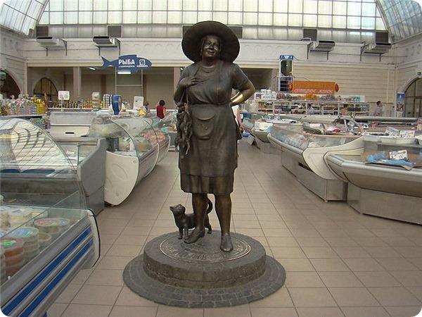 Памятник «Мадам Стороженко, или тетя Соня с кошкой» в Одессе