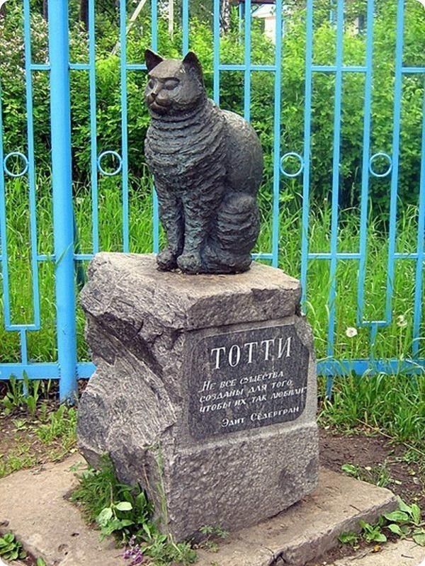 Памятник коту Тотти (Тутти)