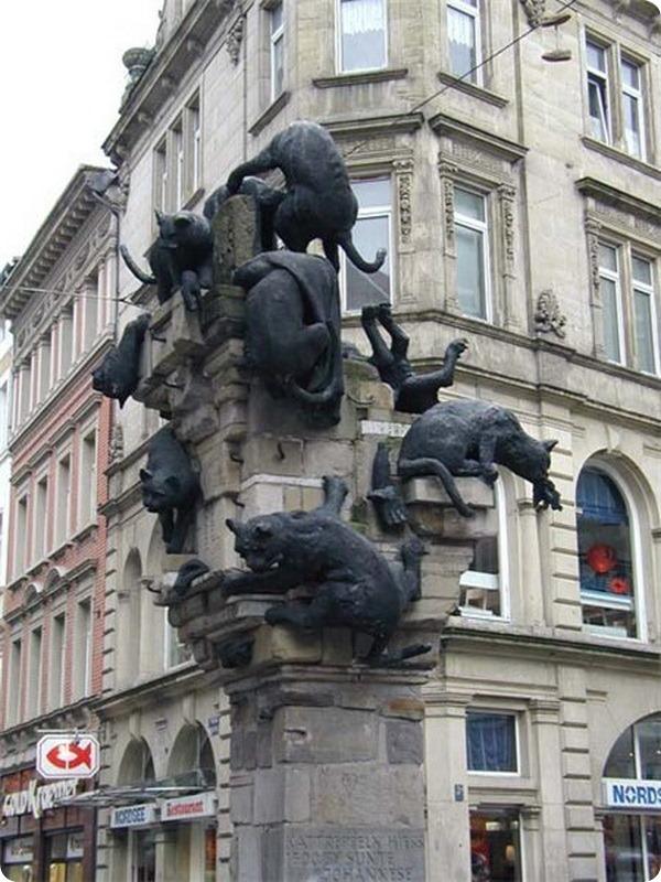 Памятник бездомным котам