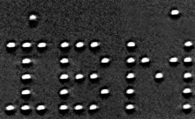 IBM выложила атомами свой логотип и сфотографировала его