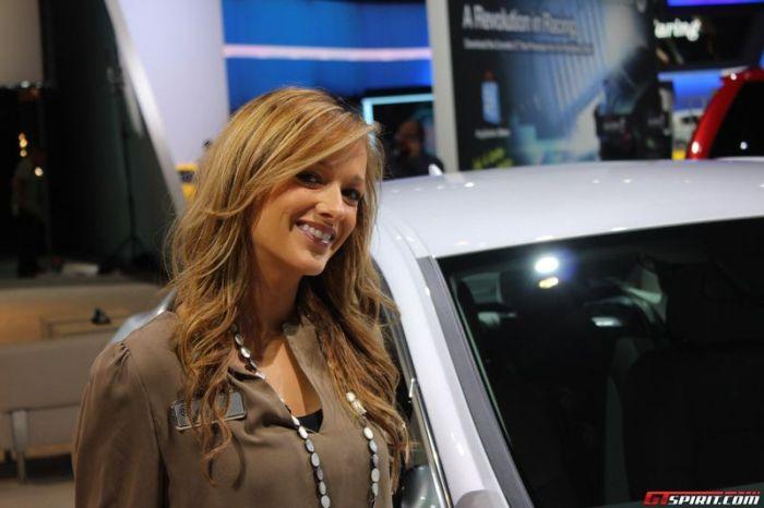 Симпатичные девушки с автовыставки в Лос-Анджелесе (36 фото)