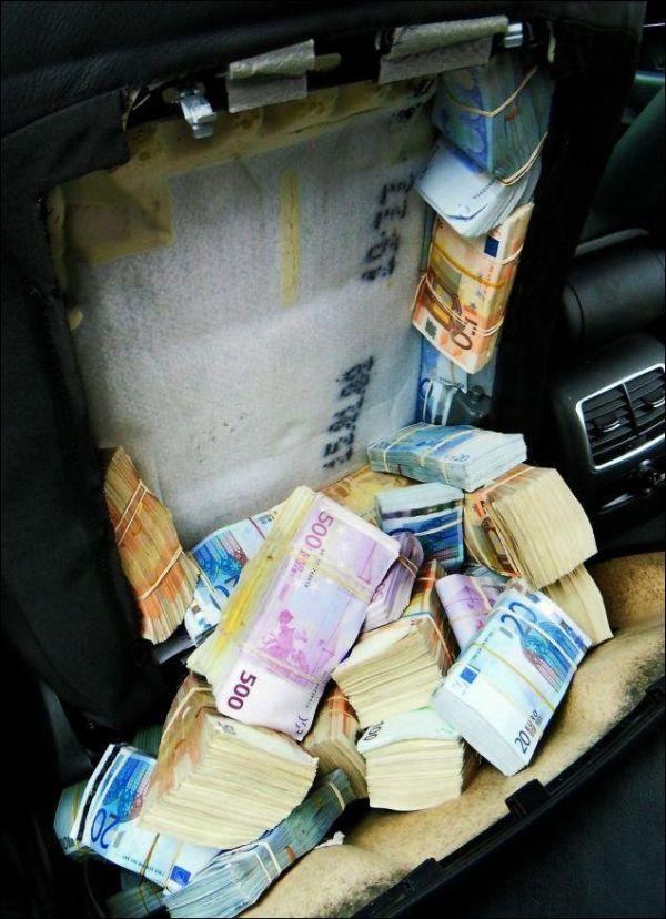 Неудачная контрабанда 1,8 млн. евро (4 фото)