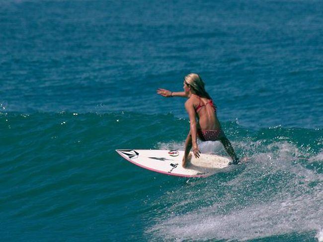 Стройные девушки, которые обожают серфинг (40 фото)
