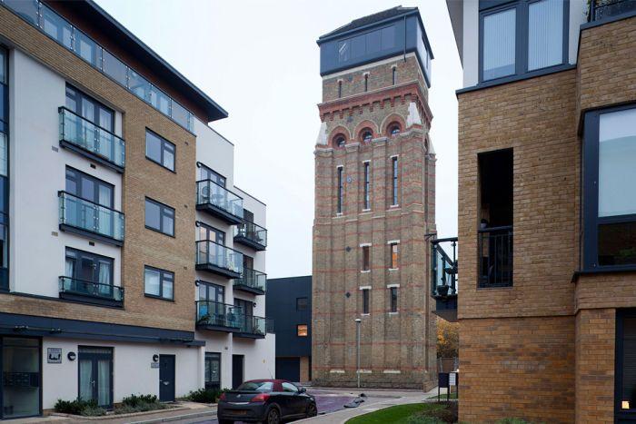 Креативный проект дома в старой водонапорной башне (20 фото)