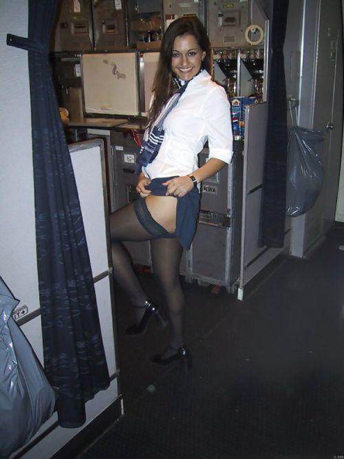 Стюардессы дурачатся на рабочем месте (37 фото)