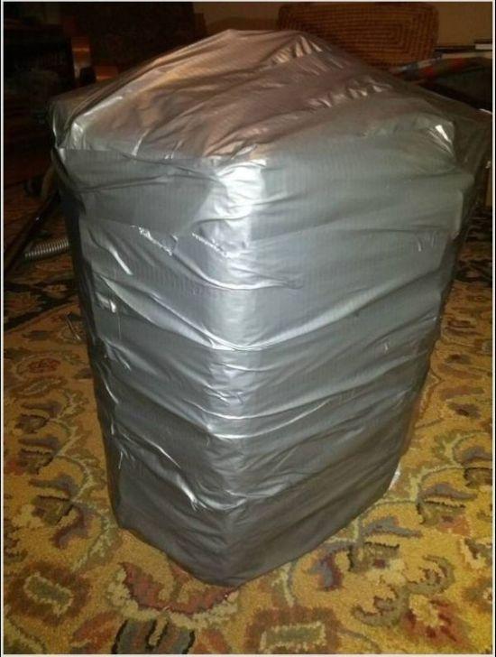 Жесткий способ упаковки новогоднего подарка (11 фото)