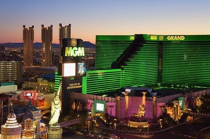 Удивительные истории самых крупных выигрышей в казино (9 фото)